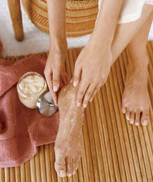 How to scrub the dry cracked feet to exfoliate dead skin cells - Step 2