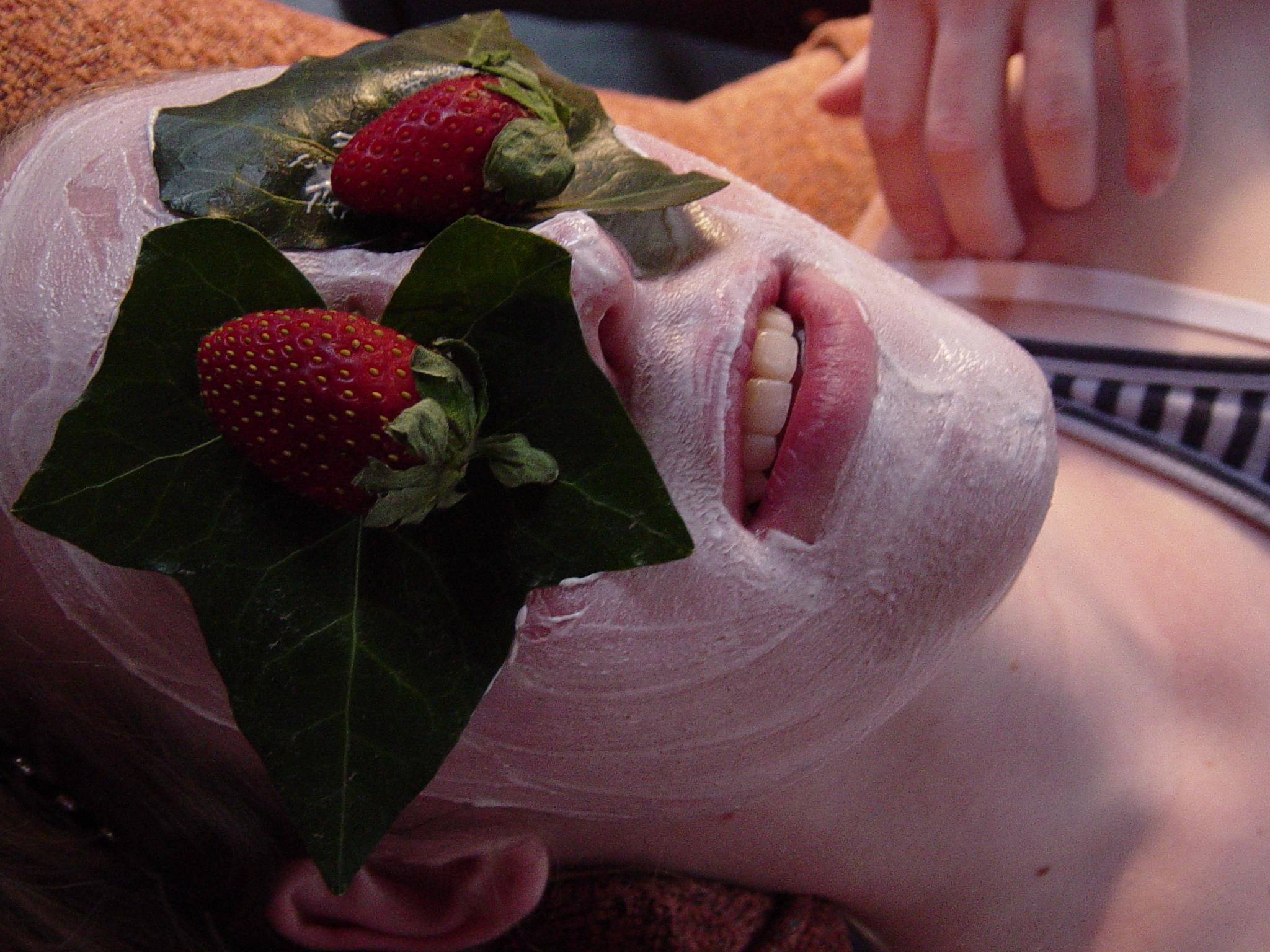 How to Make Normal Skin Winter Herbal Strawberry Mask