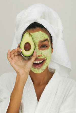 How to Make Dry Skin Winter Herbal Avocado Face Mask
